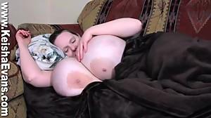 keisha evans sleeping boobs2
