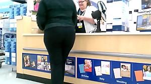 Creeping on this Ebony Big Butt glASSes..
