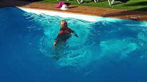 Lisa in the pool 2