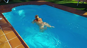 Lisa in the pool 3